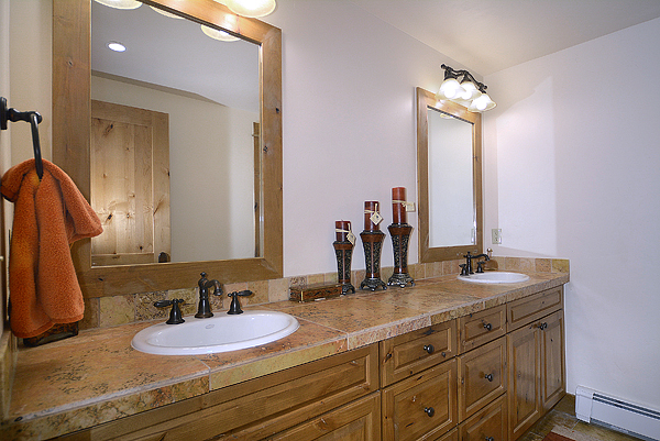 11 Stetson Guest Bathroom