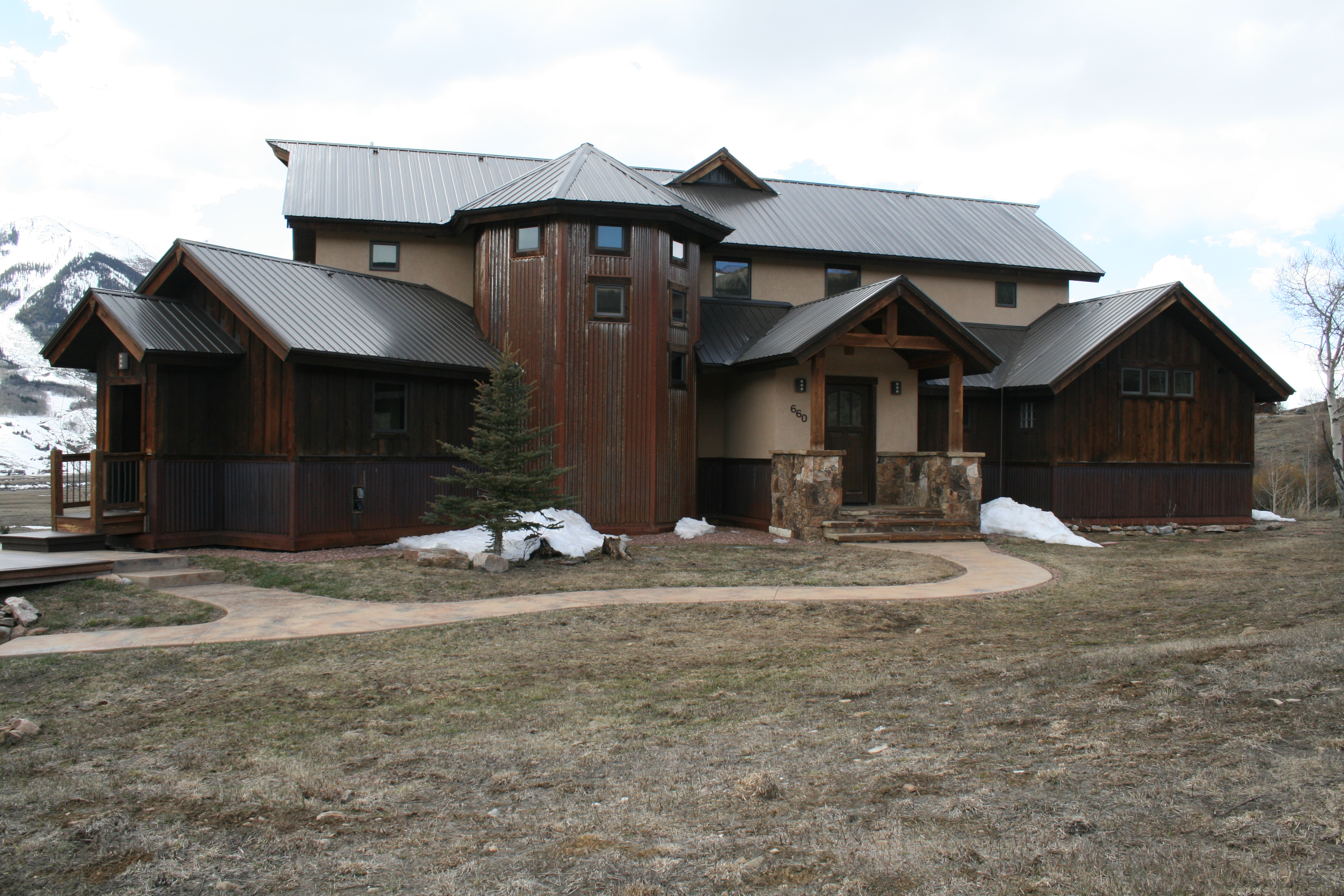 660 Lower Highlands- Front View.