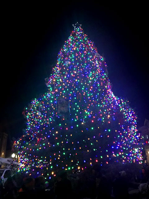 Christmas-Tree-Lighting-Ceremonies-In-Crested-Butte